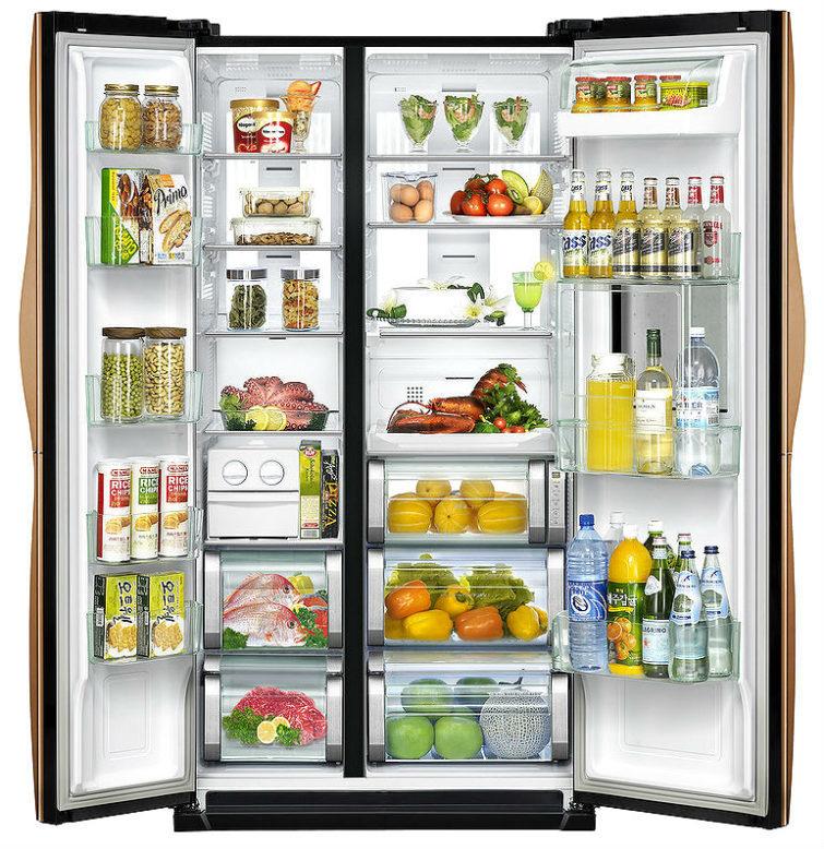 Холодильник наполненный едой