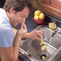 Средство от запаха в раковине на кухне