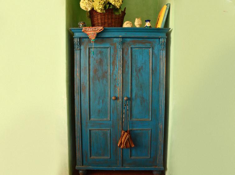 Как вывести запах из старого шкафа?