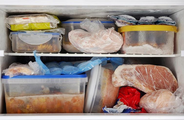Как избавиться от запаха в морозилке