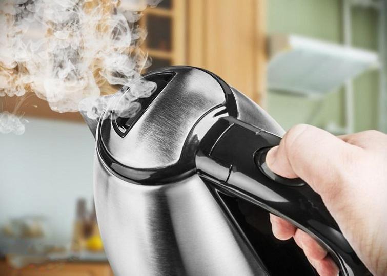 Как убрать запах пластмассы из нового чайника