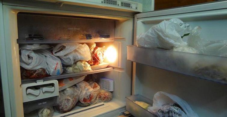 Неприятный запах в морозильной камере