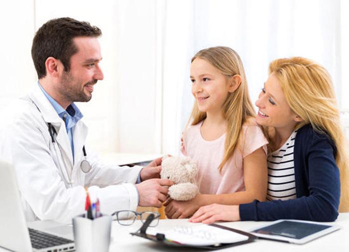 Осмотр детей на педикулез в школе: периодичность проверок и что делать при заражении